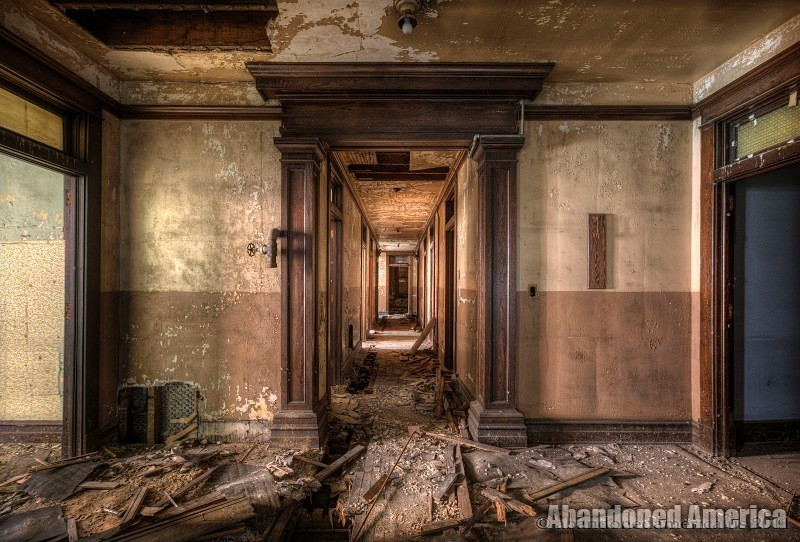 Abandoned bank - Matthew Christopher's Abandoned America