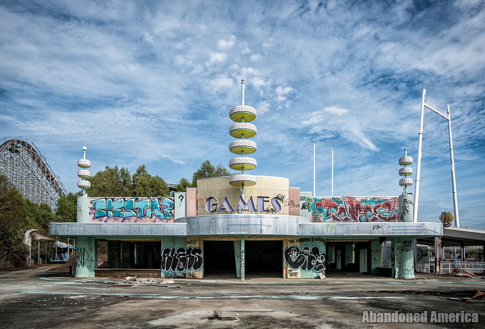 Six Flags (New Orleans, LA)   Ponchartrain Beach Arcade - Six Flags New Orleans