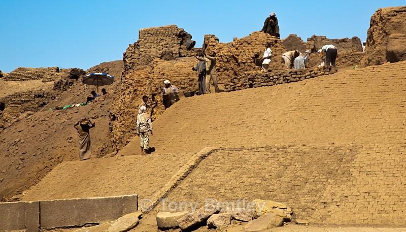 Fnding the Tomb - Egypt