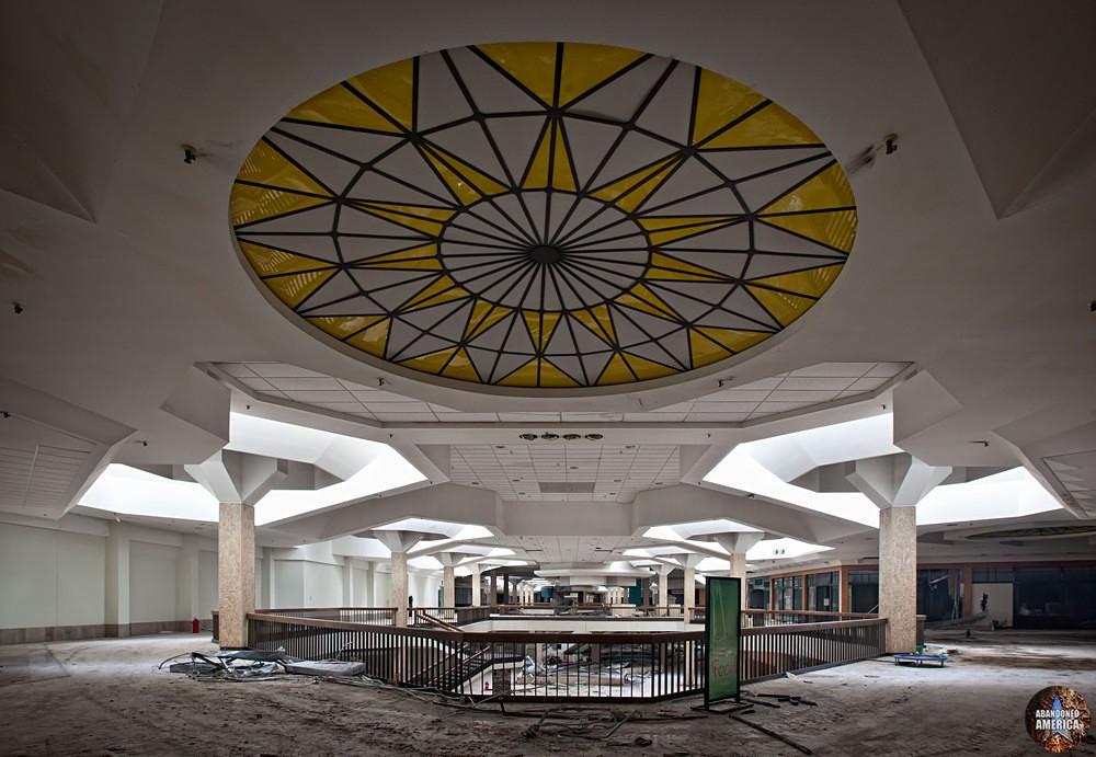 Randall Park Mall (North Randall, OH) | Starburst Ceiling Glass - Randall Park Mall