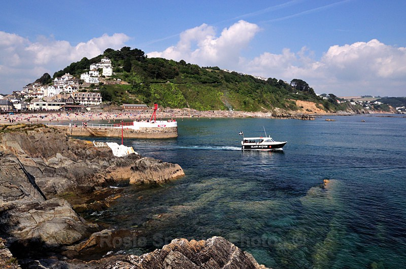 LO26 - Looe - A boat heads out to sea in Looe - Greetings Cards Looe