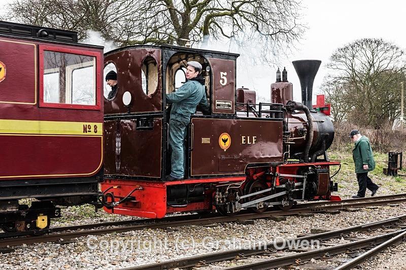 Mayor Flags First Train-003 - Leighton Buzzard Railway