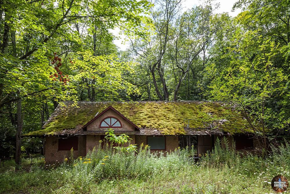 Catskill Game Farm (Catskill, NY)   Mini-Golf House - Catskill Game Farm