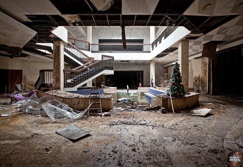 Randall Park Mall (North Randall, OH) | Slowly Flooding - Randall Park Mall