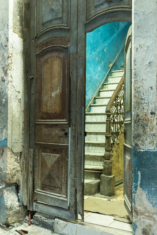 the doorway - Cuba