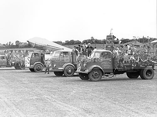 Gala Day Floats. - Archive.