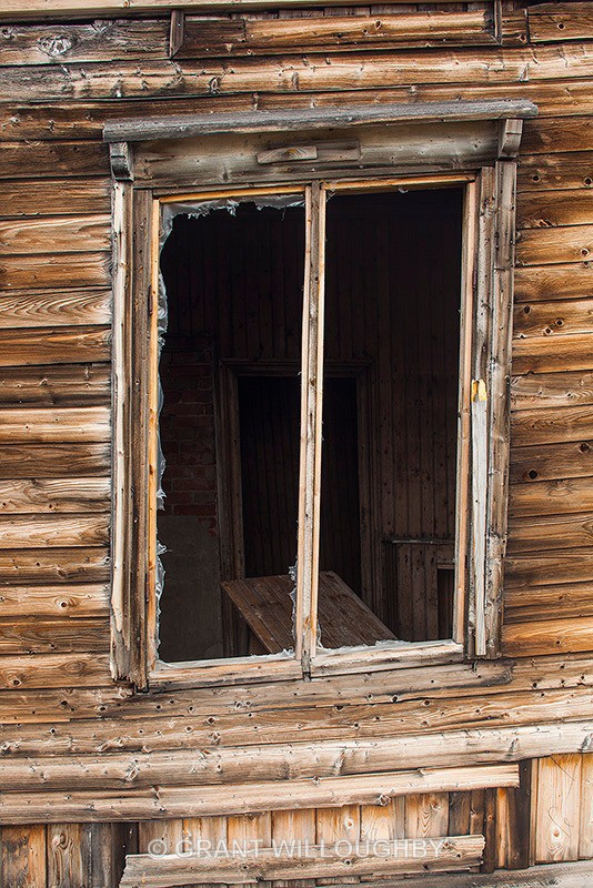 Trappers Hut window - Arctic
