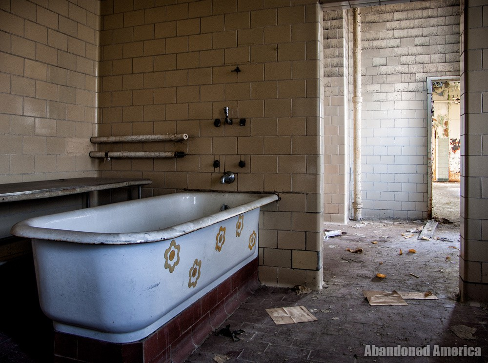 The Rosewood Center (Owings Mills, MD) | Tub With Stickers - The Rosewood Center