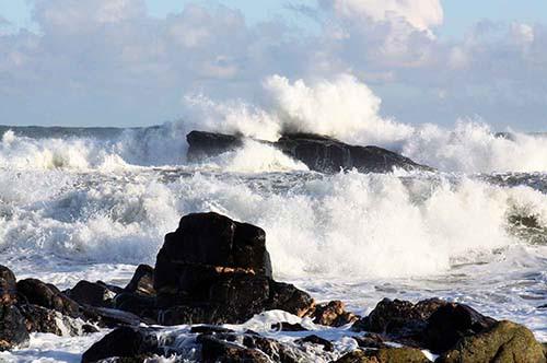 Waves at Craigmarroine Rock. - Photographs of Old Portlethen.