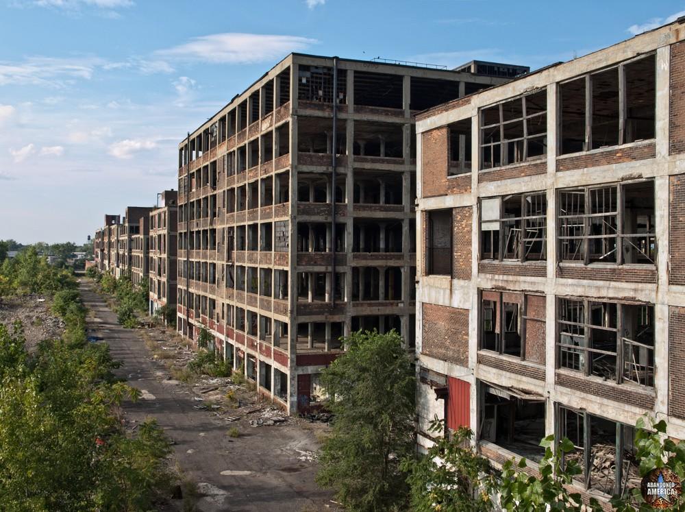 Packard Motor Car Company (Detroit, MI)   Falling From Favor - Packard Motor Car Company