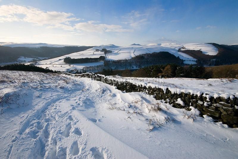 Deep snow in the Derwent Valley and Ladybower Reservoir | Peak District Gallery