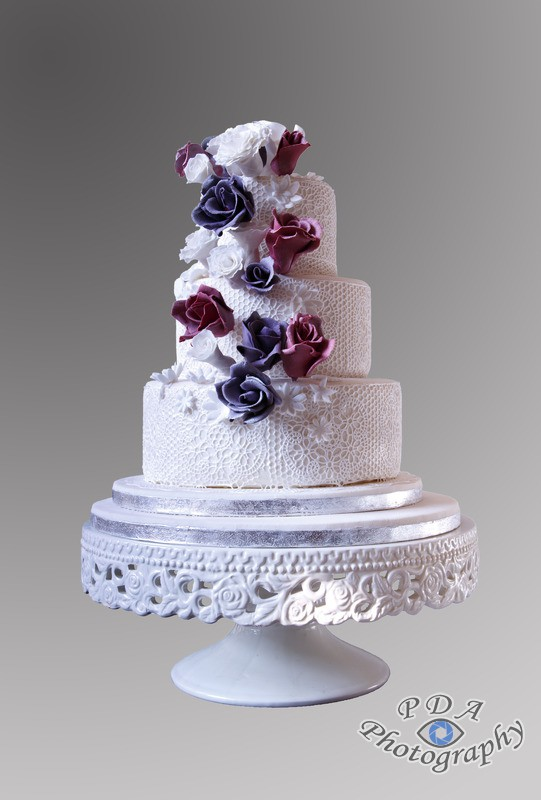 10 White floral wedding cake with fine filigree decor