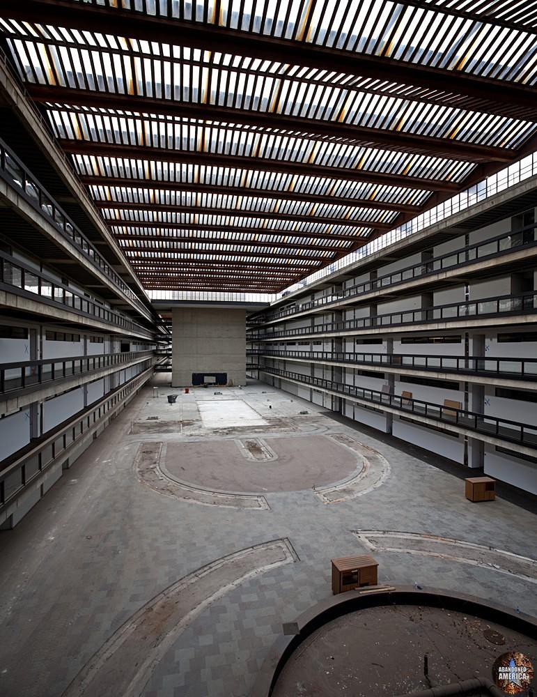 Bell Labs (Holmdel, NJ) | Empty Atrium - Bell Labs