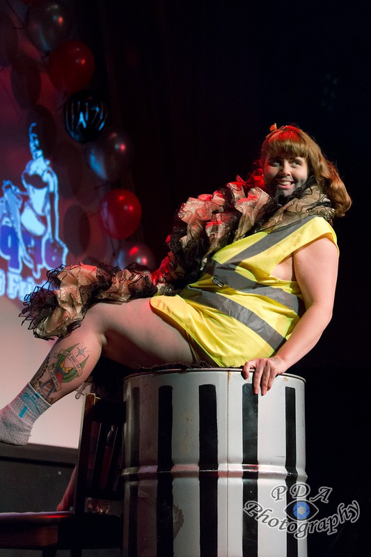 19 Jenufa Horne in Burlesque Show Born to be Wild