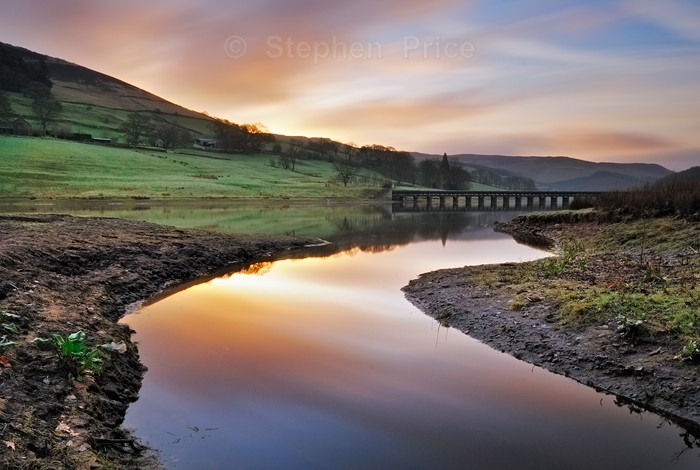 Dawn Light Over Ladybower | Peak District Reservoir Location