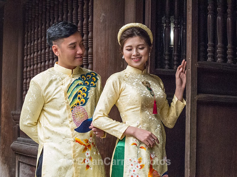 IMG_5102 Couple in traditional wedding costume, Hue, Vietnam - Vietnam