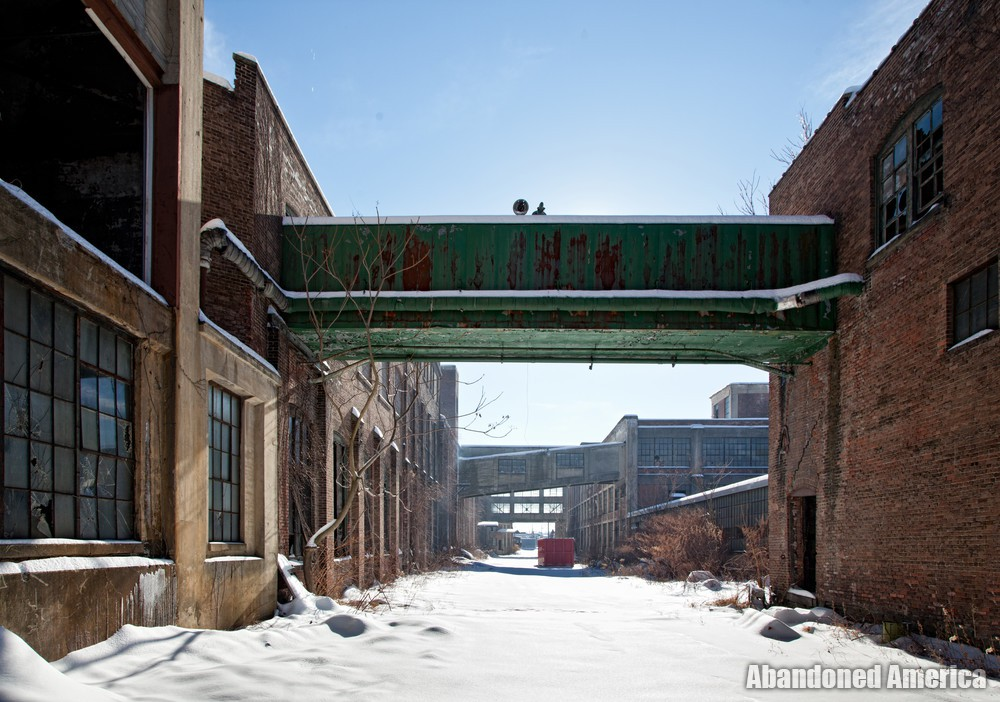 The Scranton Lace Company | Snowy Courtyard - Scranton Lace Company