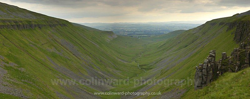 Glacial Valley, High Cup Nick, North Pennines       ref hcn3 - The Pennines and The Lake District