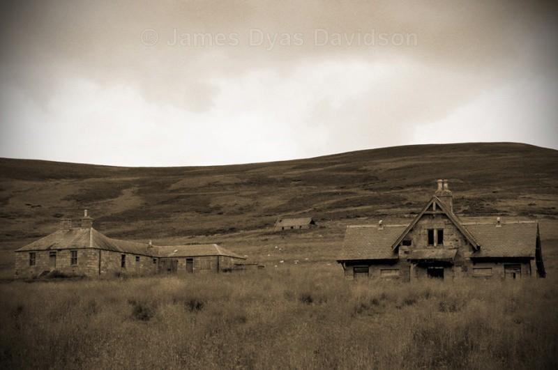 Morven Lodge cottages and shepherds hoosie - Glen Gairn