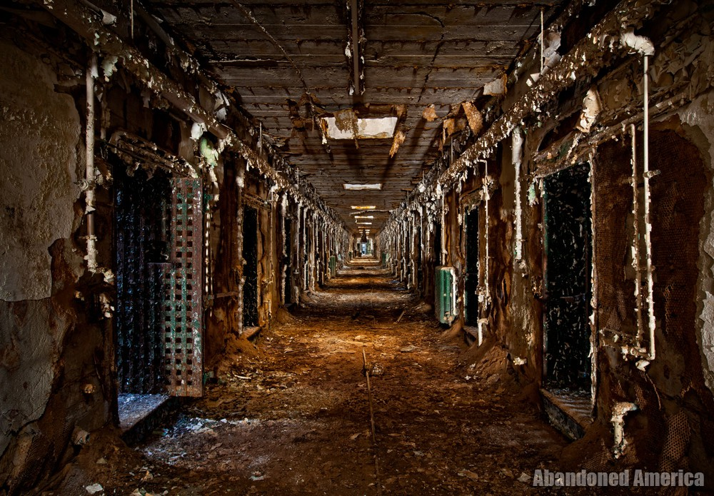 Philadelphia's Abandoned Holmesburg Prison : A Dream of Release