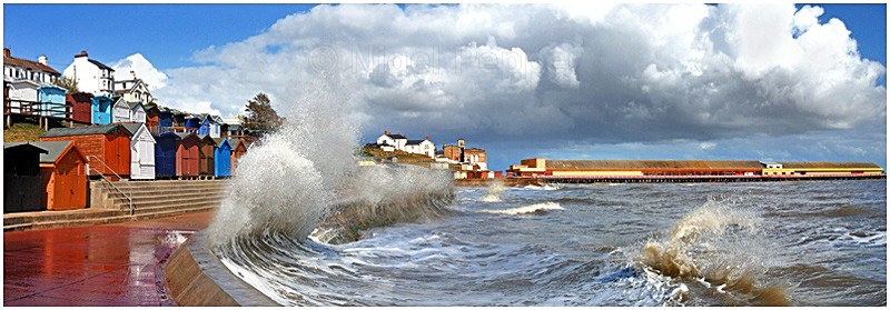 Breaking Wave - Dramatic Weather