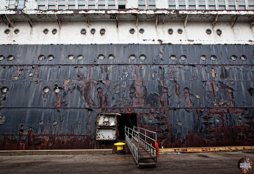 Entryway   SS United States (Philadelphia, PA) - SS United States